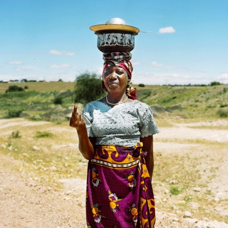 Nicolas Demeersman - The Dishes Woman, Shinyanga, Tanzanie, 2015
